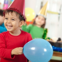 kids-party-child-with-balloon